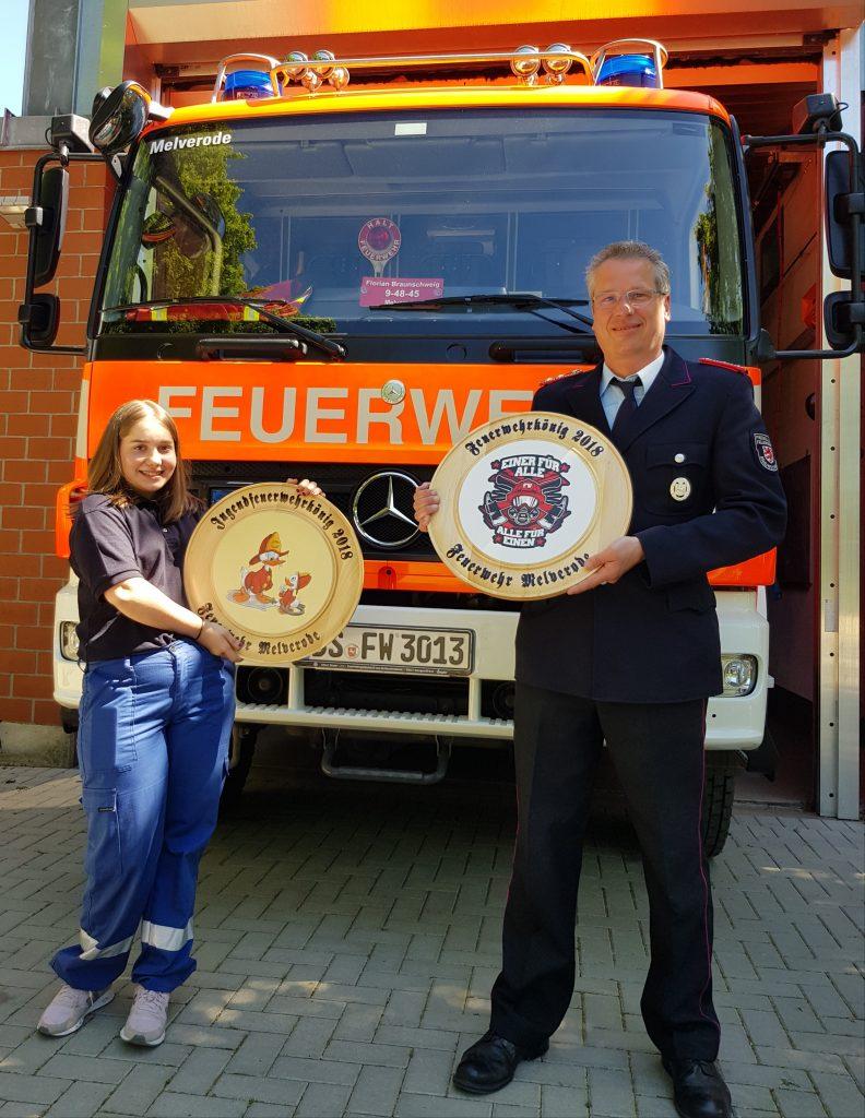 Jugendfeuerwehrkönigin Hanna N. und Feuerwehrkönig Tobias K. (v.l.) | Foto: Christian Ulbrich